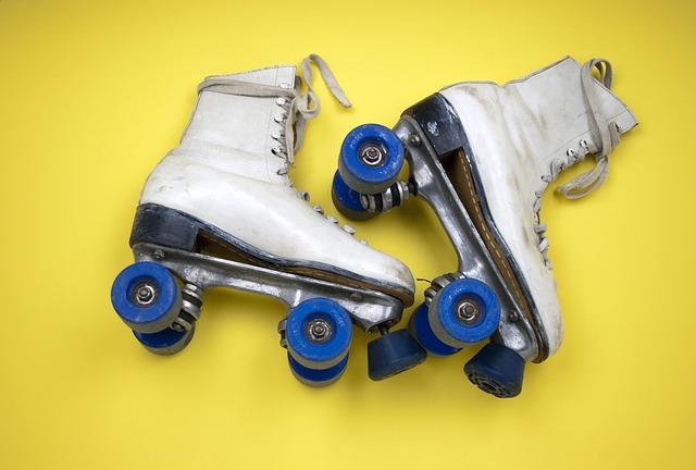 roller-skates-415389_640