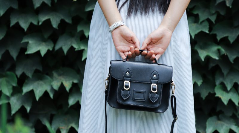 How to Choose a Stylish & Functional Women's Leather Handbag