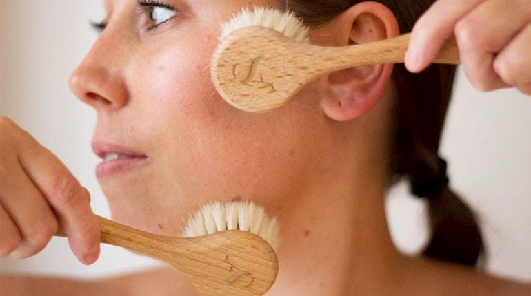 skincare-dry-brush