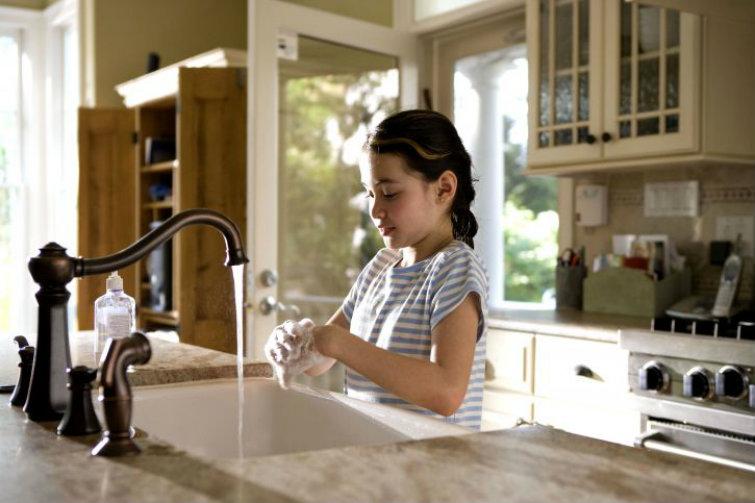 girl-washing-hands cold vitamins