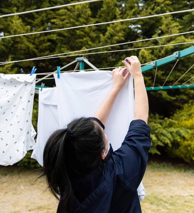 hanging clothes on umbrella clothes dryer (1)
