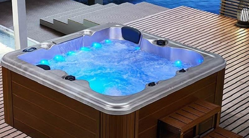4 seater hot tub woth lights