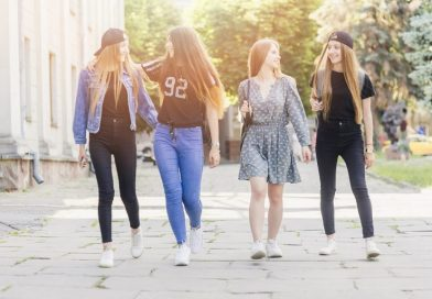 Tips to Help Your Teen Daughter Make the Right Clothing Choices
