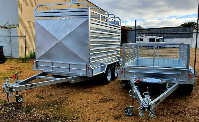 Smaller trailers come in at 6 by 4 feet or 1800mm by 1200mm. They'll be able to carry around 750 kilos of gear that ride on a single-axle setup. If you're carrying bigger things, go for the optional gates, which would add a few dollars to the weekly rent.