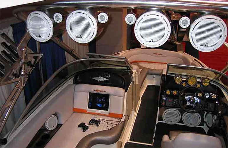 Features-and-the-Sound-of-Marine-Stereo-System